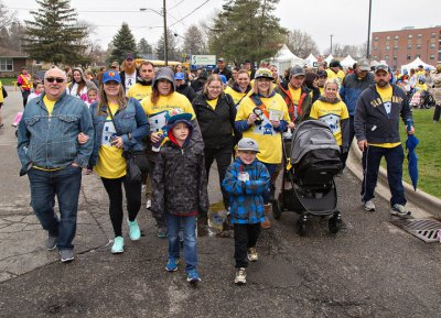 Hundreds join Hike for Hospice